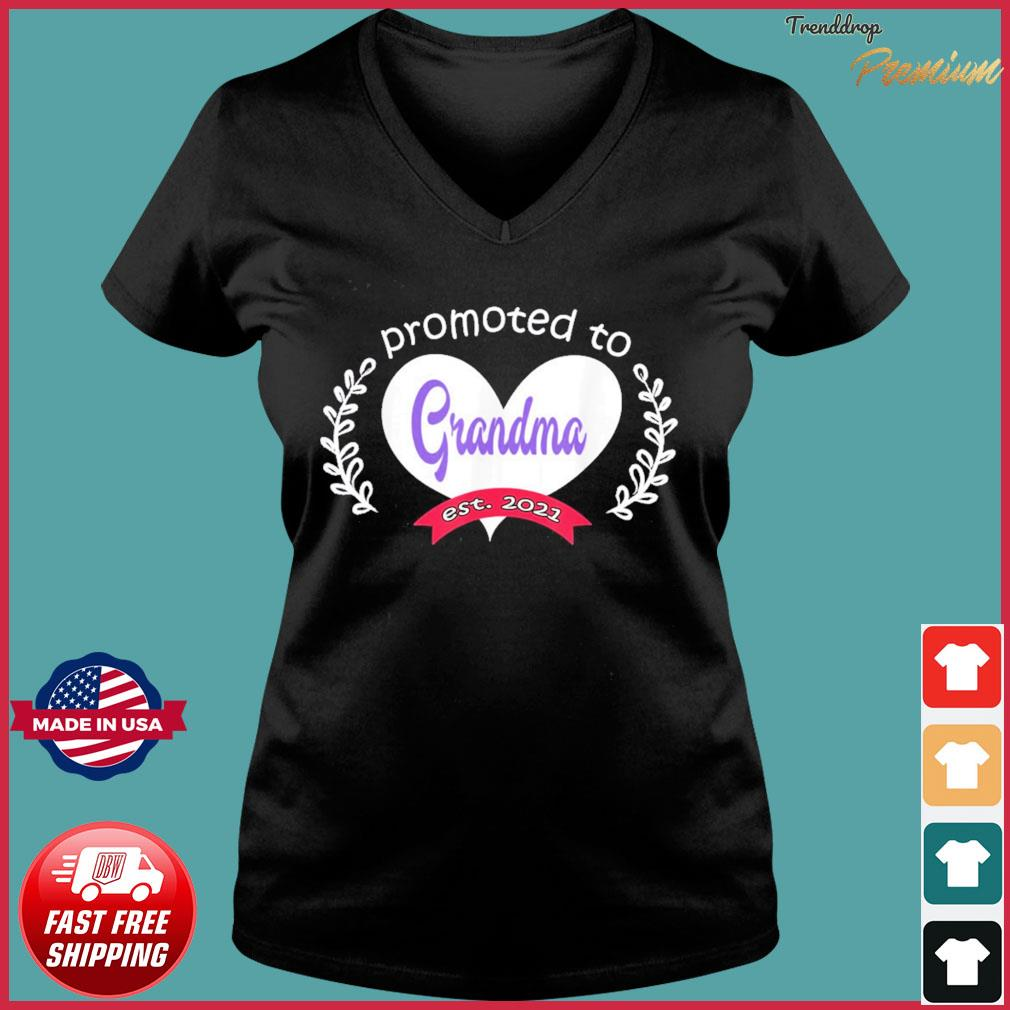 Promoted To Grandma Est 2021 Mothers Day Gift For Grandma T-s Ladies V-neck Tee