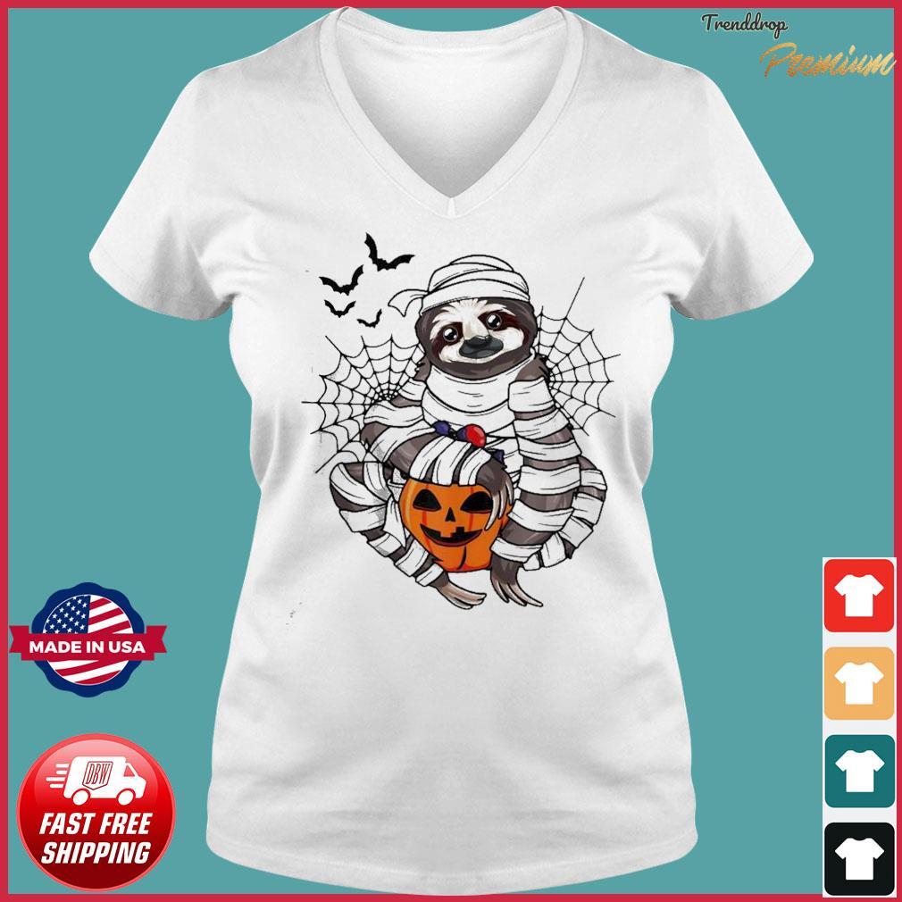 Sloth hug pumpkin Halloween s Ladies V-neck Tee